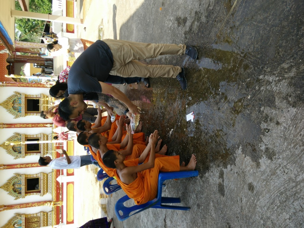 watering monks hands sonkran